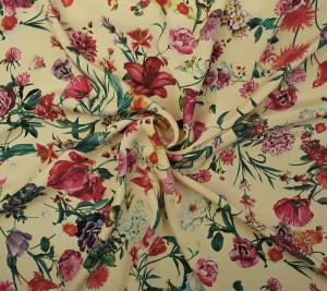 Krepa jedwabna grubsza - kwiaty na żółtym tle