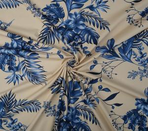 Popelina V. Westwood w niebieskie kwiaty na mlecznym tle