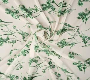Szyfon jedwabny  - zielone kwiaty na beżowo-kremowym tle