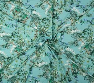 Wiskoza cienka -kwiaty na lazurowym tle