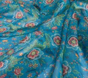 Muślin jedwabny - kwiaty na błękicie