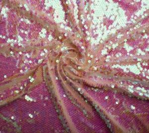 Materiał cekiny w kolorze brzoskwiniowo-różowym