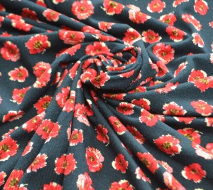 Włoska dzianina - czerwone kwiaty