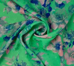 Jedwab żakardowy - różowe kwiaty na zielonym tle