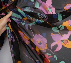 Muślin jedwabny kolorowe kwiaty czarne tło
