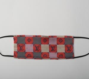 Maseczka jedwabna szachownica logo L.V